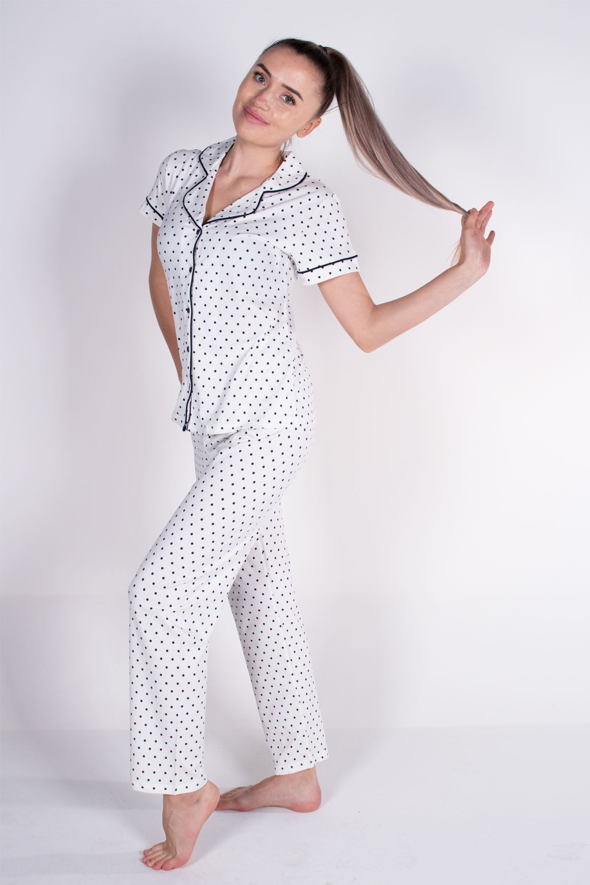 Malabadi Kadın Ekru Puantiyeli Düğmeli Likralı Modal Yazlık Pijama Takımı 5004